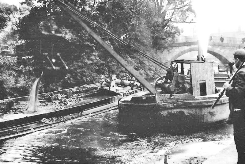 Steam dredging of the Foss, 1930s